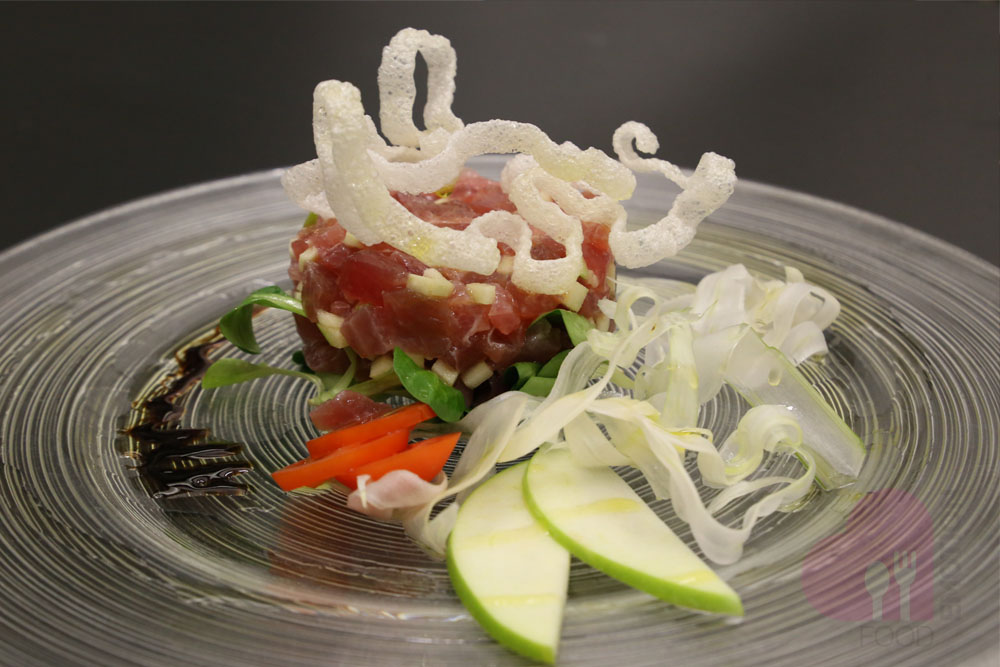 Tuna tartare with green Apple
