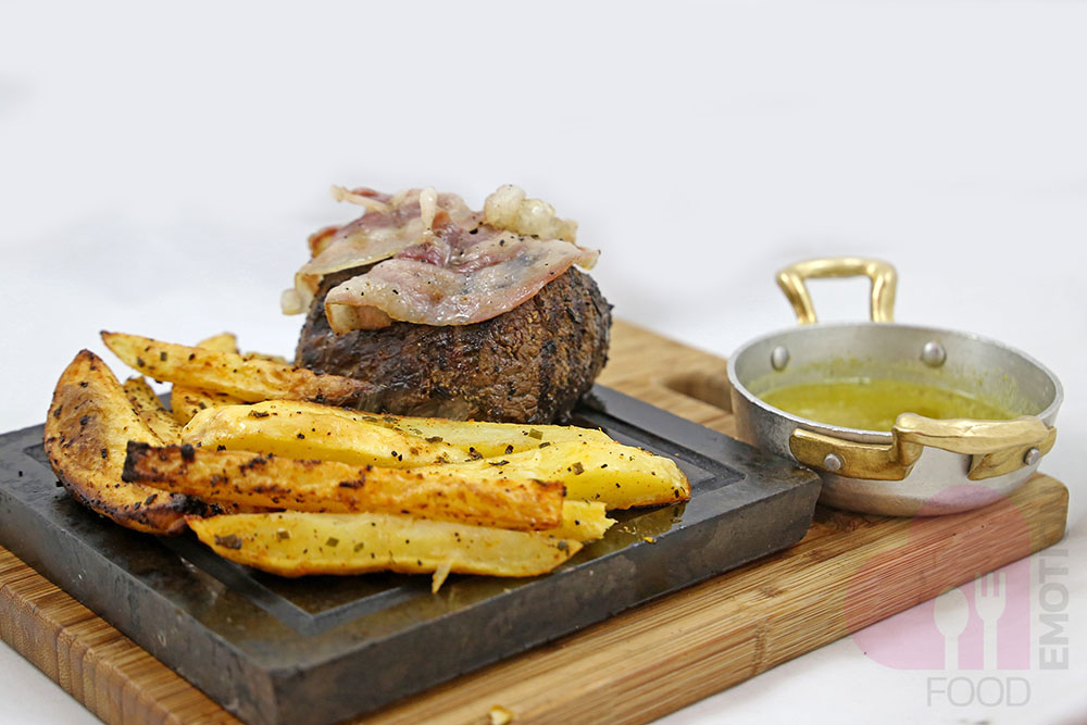 Chianina beef fillet with bacon, pistachio sauce and potatoes