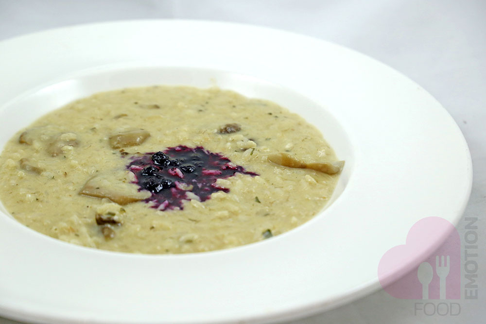 Risotto with porcino's mushrooms and blueberry