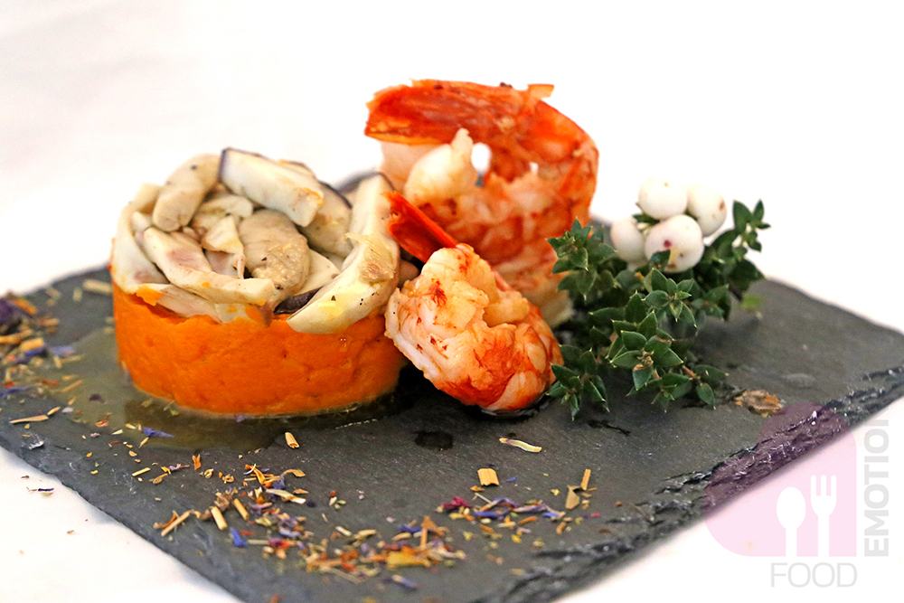 Creamy pumpkin with porcini and prawns
