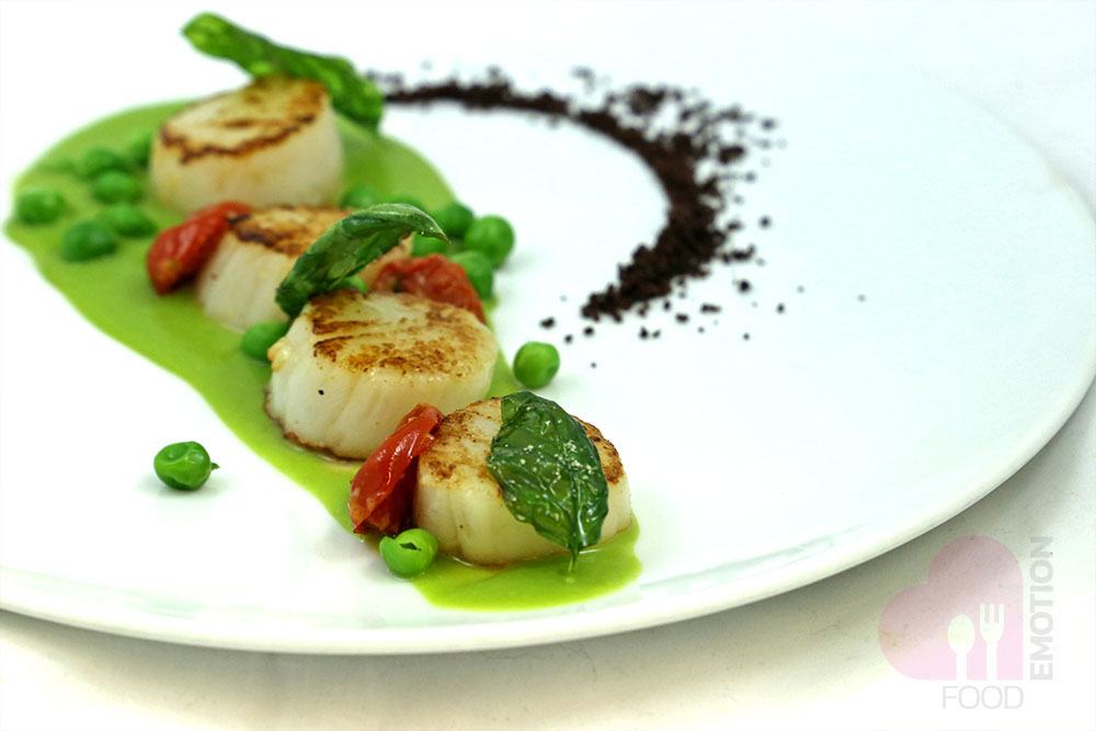 Roasted scallops, creamy green beans soup and Taggiasca olives powder